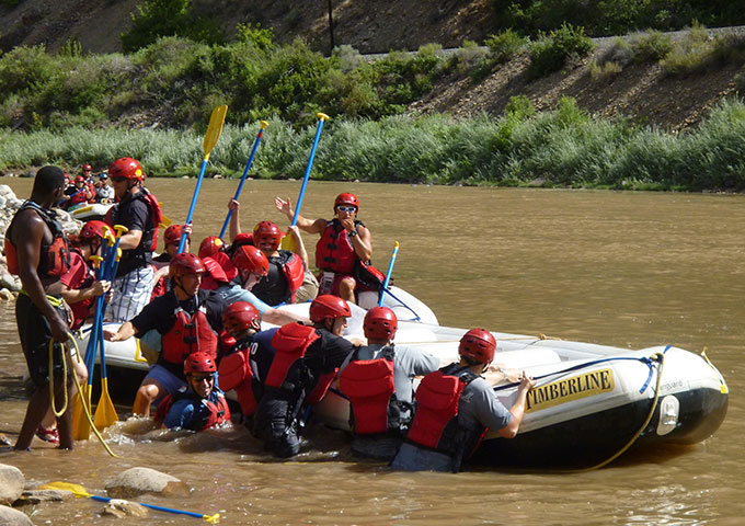 corporate-events-rafting-team-building